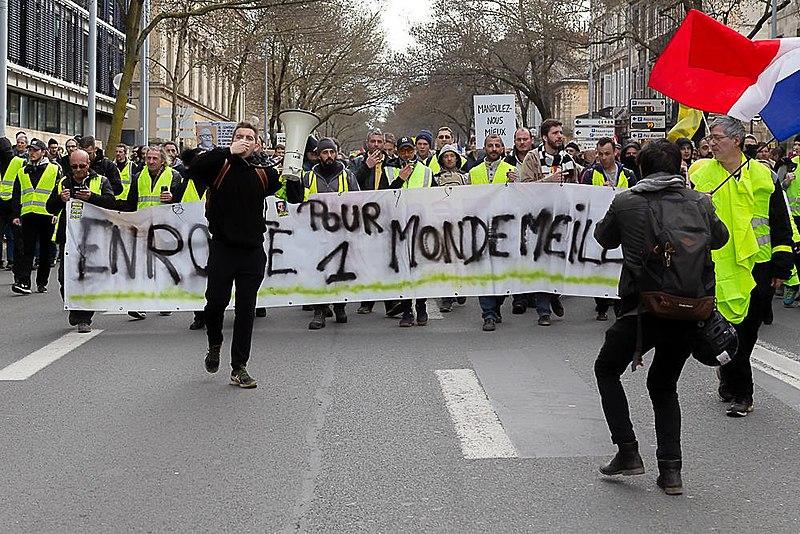 File:Les Gilets Jaunes (32106042267).jpg