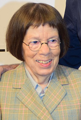 Linda Hunt in 2015.