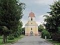 Lobodice, náves a kostel.jpg