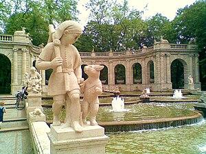 Märchenbrunnen - Image: Märchenbrunnen Der gestiefelte Kater 308
