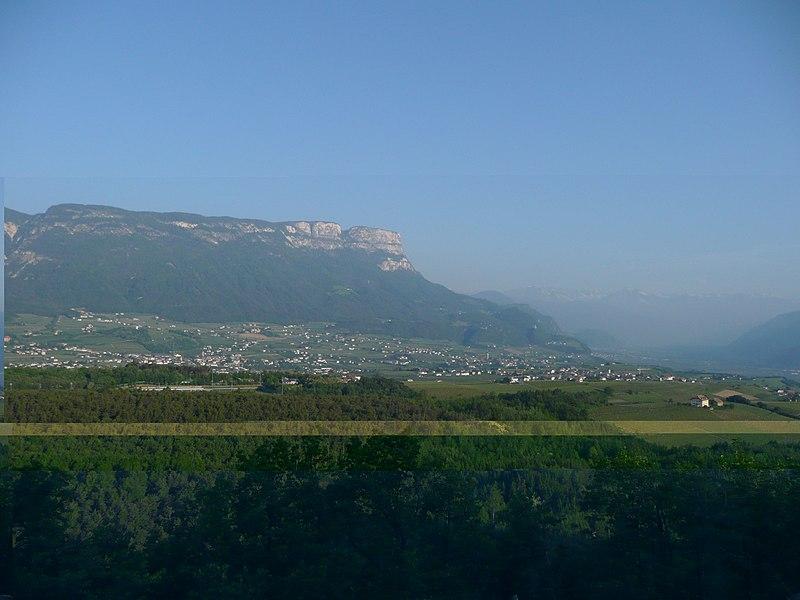 File:Macaion dal bosco di Monticolo - panoramio.jpg