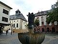 Mainz – Leichhofbrunnen vor der St. Johanniskirche - panoramio.jpg