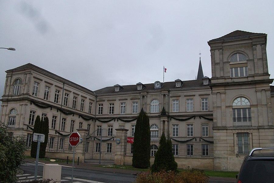 Vue de la Mairie de st-Memmie ancien petit séminaire.