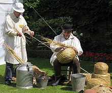 Making-skep-beehive.jpg