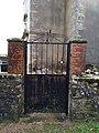 Malange - Portail cimetière.jpg