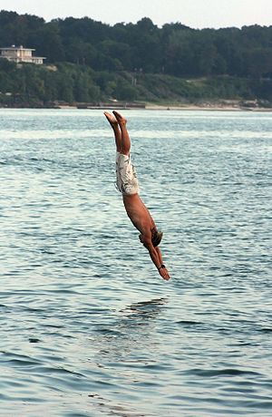 English: A man diving into Lake Michigan off o...
