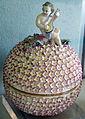 Meissen, 1750-1760 circa, teiera a forma di palla, regalata a gian gastone da sibilla augusta di baden 05.JPG