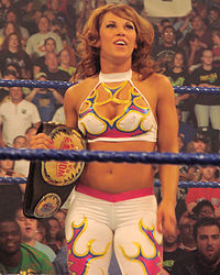 Mickie James als WWE Women's Champion (2008).