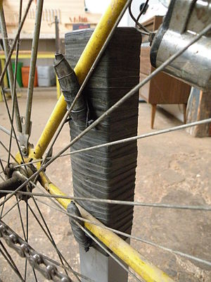 Mini-pied de réparation vélo - Détail 2.jpg