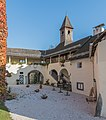 Moosburg Schloss 1 Schloss Laubengang und S-Flügel mit Kapelle 27102016 5168.jpg