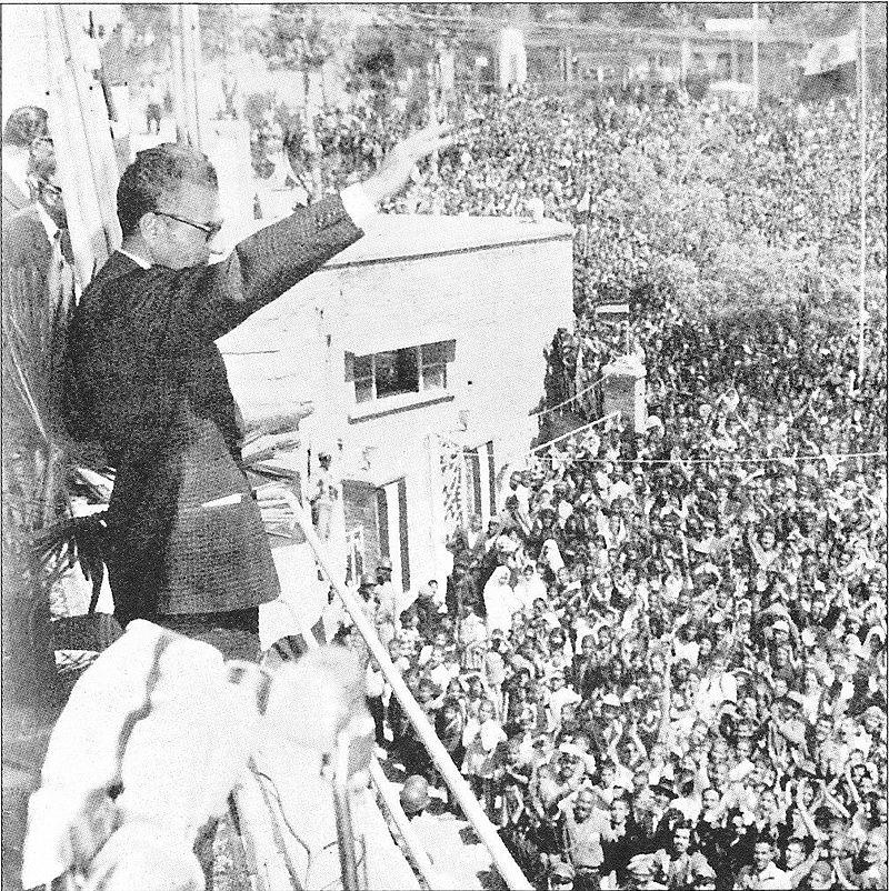 سخنرانی محمدرضا پهلوی پس از تصویب منشور انقلاب سفید. تهران. ۱۳۴۱