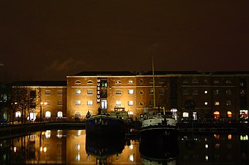 Museum in Docklands at night 2005-01-10.JPG