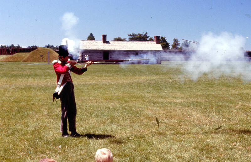 Fil:Musket demonstration.jpg