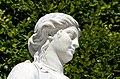 N19 Priesterin mit Opferschale, Schönbrunn (07).jpg