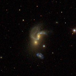 NGC 5421A (boven)