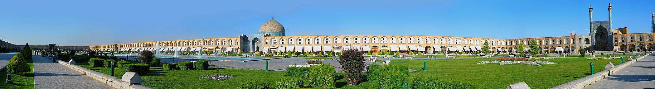 תצלום פנורמי של המרכז ההיסטורי של העיר אספהאן במרכז איראן (לצפייה הזיזו עם העכבר את סרגל הגלילה בתחתית התמונה)