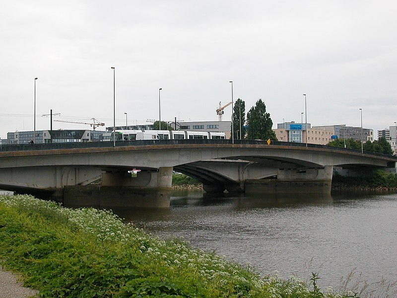 https://upload.wikimedia.org/wikipedia/commons/thumb/1/1b/Nantes_Pont_Audibert.JPG/800px-Nantes_Pont_Audibert.JPG