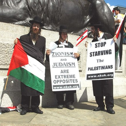 On 7 September 2006 in Trafalgar Square, London. Neturei karta2.jpg