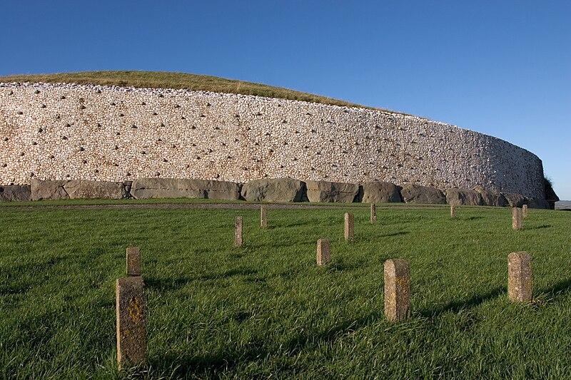 File:Newgrange burial chamber.jpg
