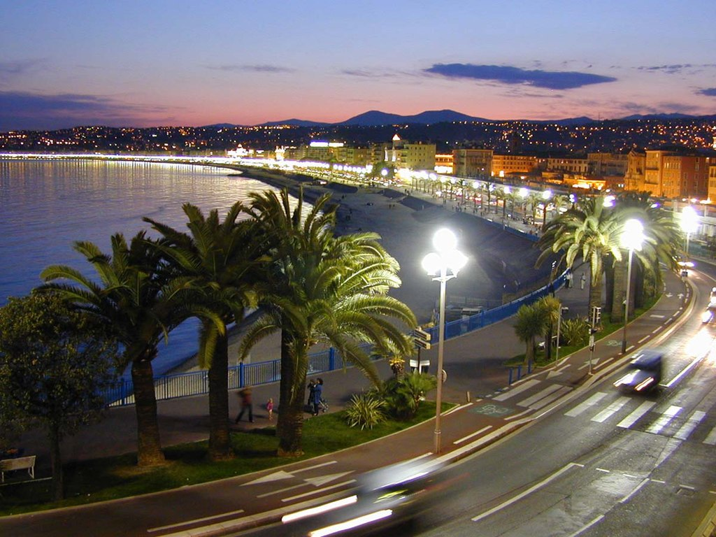 La promenade des Anglais à Nice. (définition réelle 1200×900*)