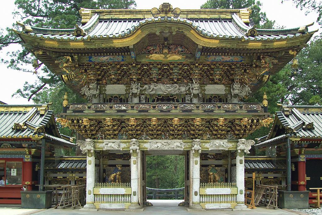 http://upload.wikimedia.org/wikipedia/commons/thumb/1/1b/Nikko_Toshogu_Yomeimon_M3249.jpg/1024px-Nikko_Toshogu_Yomeimon_M3249.jpg