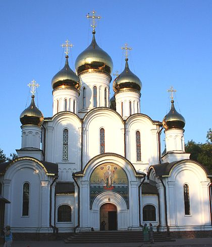 https://upload.wikimedia.org/wikipedia/commons/thumb/1/1b/Nikolsky_Cathedral_Pereslavl.jpg/420px-Nikolsky_Cathedral_Pereslavl.jpg