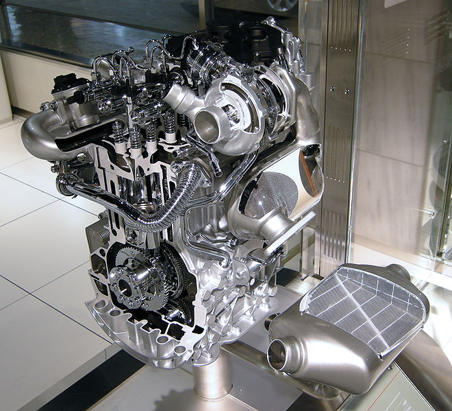 ファイル:Nissan M9R Engine 01.JPG