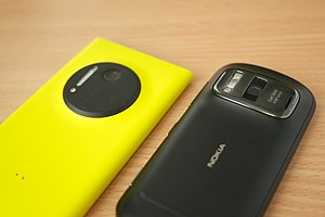 Nokia 808 PureView - The 808 PureView compared to its successor, Lumia 1020