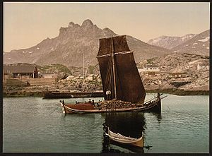 Nordland (boat) - Two Nordland Boats, the larger one is low in the water, loaded with a hold of fish or wooden logs. Photo from between 1890-1900.