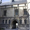 Noyon-Hôtel de ville (Cour intérieure).jpg