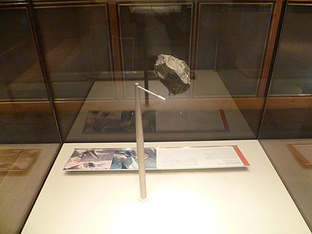 Stone chopping tool from Olduvai Gorge Olduvai stone chopping tool.jpg