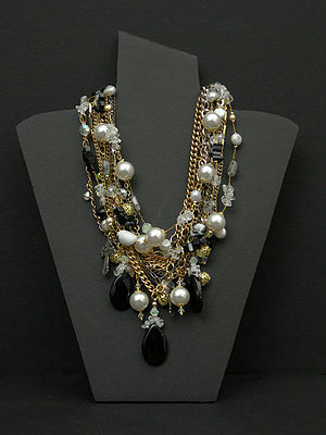 English: This necklace is a one-of-a-kind orig...
