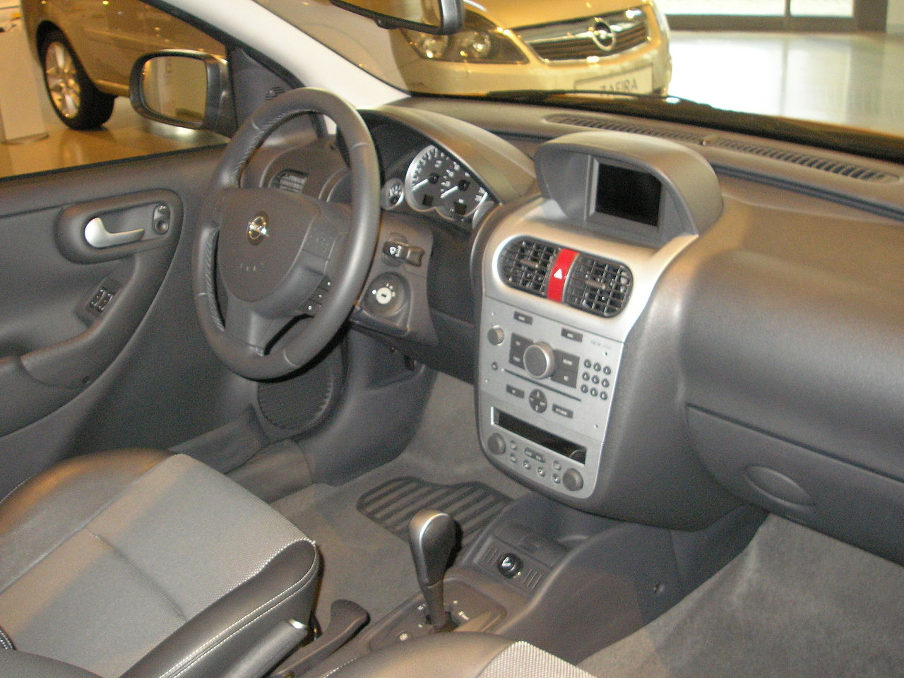 File opel corsa interior jpg wikimedia commons for Interior opel corsa