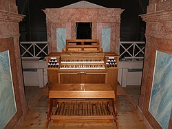 Orgel Kammersdorf Spieltisch und Positiv.jpg