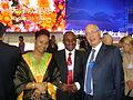 Oumarou FADIL et son épouse Hassanatou MAMADOU, avec le président du world economic forum Klaus Schwab.JPG