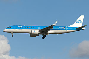 PH-EZW KLM cityhopper (7604012140).jpg