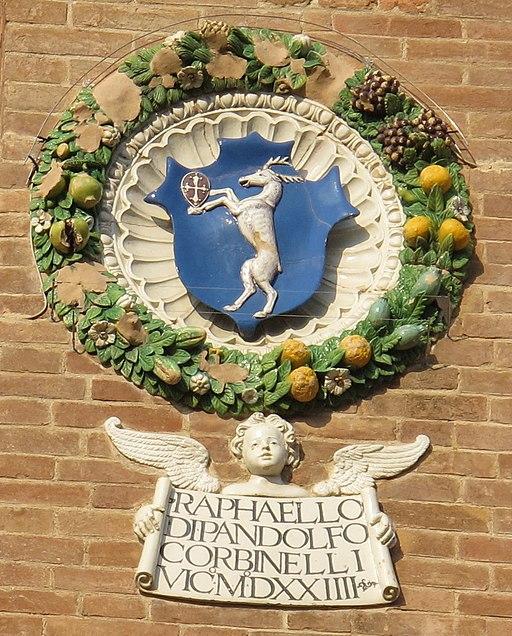 Palazzo vicariale di Certaldo, facciata, stemma Corbinelli