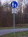 Pardubice, Hradecká, stezka pro chodce s cyklisty v protisměru.jpg