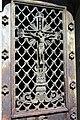 Paris Cimetière Montparnasse Gruft Tür Kruzifix1015.JPG