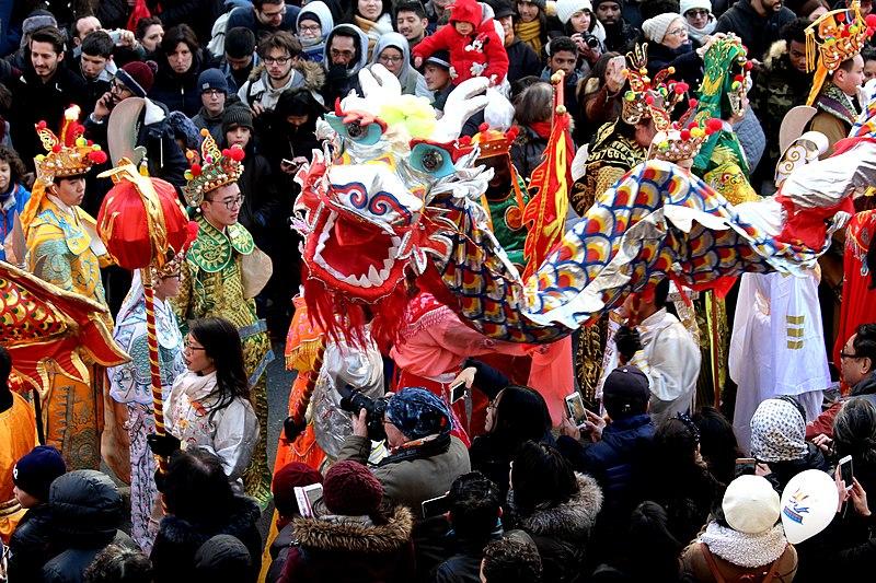 Festa em Paris em fevereiro