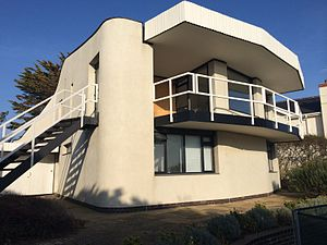 Patrick Gwynne - External picture of Vista Point on the coast in West Sussex. Designed by Patrick Gwynne for his quantity surveyor Ken Monk in 1969.