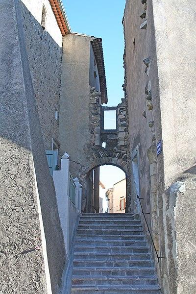 Péret (Hérault) - Place du fort.