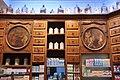 Pharmacie Ozenne, casiers et médaillons de 1775 - panoramio.jpg
