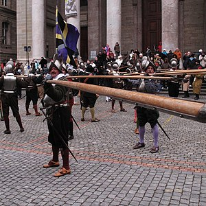 Pike (weapon) - Re-enactment during the 2009 Escalade in Geneva.