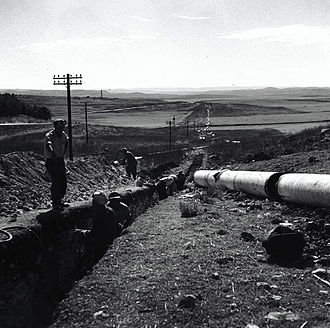 Water supply and sanitation in Israel - Laying water pipe to Jerusalem, c. 1946