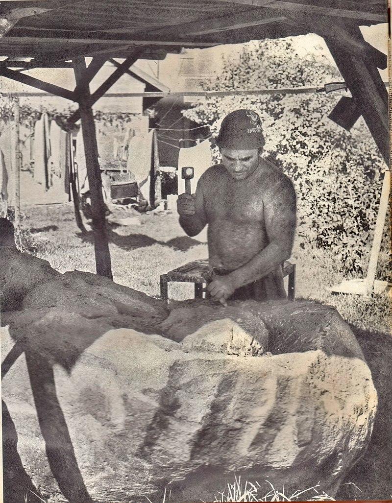 הפסל מרדכי כפרי