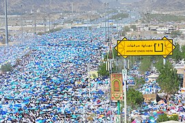Pilgrims must spend the time within a defined area on the plain of Arafat. - Flickr - Al Jazeera English