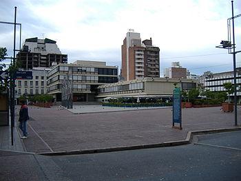 Mirando hacia el Centro Cultural Bernardino Rivadavia
