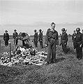 Plechtigheid bij de graven van gefusilleerden te Zijpe en St Pancras, Bestanddeelnr 900-3375.jpg