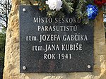 Pomník seskoku Gabčíka a Kubiše u Nehvizd 06.jpg